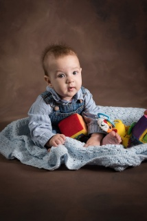 The bright daylight balanced LED modeling light makes it possible to capture photos of babies without startling them.