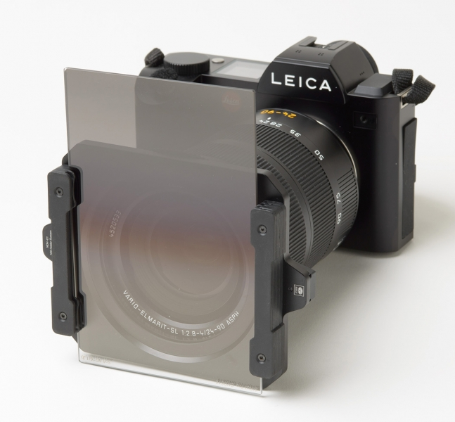 The Sirui filter holder with 100mm grad filter mounted on a Leica SL (left). The Sirui screw-in filters are very thin. Even the polarizer is only 3.8mm thick.