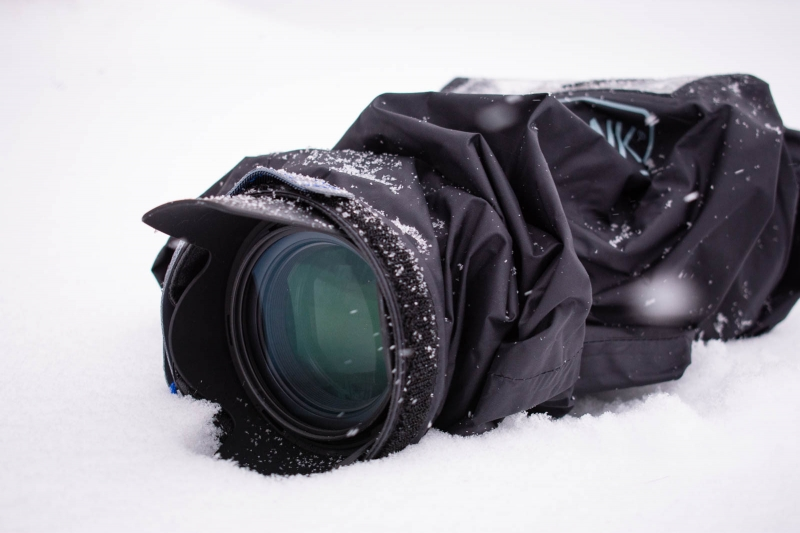 I was comfortable putting my cover-wrapped camera down in the snow.
